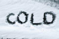 Freddo scritto in neve Fotografia Stock Libera da Diritti