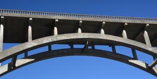Frederick W Panhorstbrug, die meer in het algemeen als de Russische Ravijnbrug wordt bekend in Mendocino-Provincie, Californië de Stock Afbeeldingen
