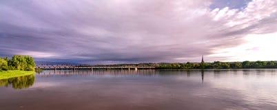 Fredericton som går bron och Catheral Arkivfoton