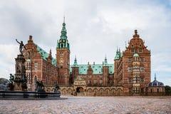 Frederiksborg kasztel i Neptune fontanna w Hillerod Fotografia Stock