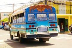 Frederiksted我们维尔京群岛五颜六色的公共汽车 库存图片