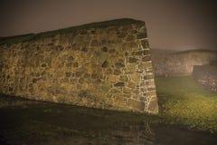 An fredriksten Festung im Nebel und in der Dunkelheit Stockbild