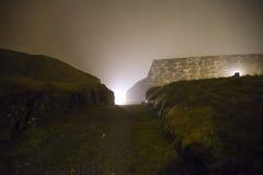 A fredriksten la fortezza nella nebbia e nell'oscurità Immagini Stock Libere da Diritti