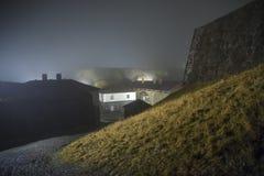 A fredriksten la fortezza nella nebbia e nell'oscurità Fotografia Stock Libera da Diritti