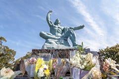 Fredstatyn i Nagasaki fred parkerar, Japan royaltyfria foton