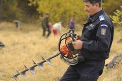 Fredstyrkatjänsteman med avfallsspiralen Royaltyfri Fotografi