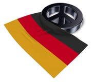 Fredsymbol och flagga av Tyskland Arkivfoton
