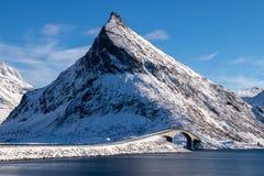Fredvangbrug op de Lofoten-Eilanden in Noorwegen stock fotografie