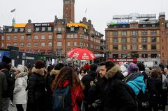 FREE TOUR GETHERING WITH TOURISTS. Copenhagen /Denmark / 10...March.2018_ . Holiday makers waiting with other for Free Tour pay donations only. Photo.Francis stock photos