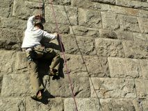 Freeclimbing. Free clamberer on a city wall Royalty Free Stock Images