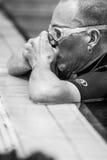 Freediver die Neusklem voor Statische Prestaties plaatsen stock afbeelding