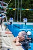 Freediver die Neusklem voor Statische Prestaties plaatsen Stock Fotografie