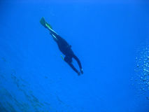 Freediver e bolhas Fotos de Stock Royalty Free