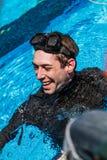 Freediver heureux après une représentation statique Photos libres de droits