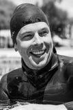 Freediver heureux après une représentation statique Photo stock