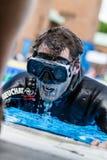 Freediver som avslutar en statisk Apneakapacitet efter få minuter Arkivbild