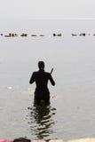 Freediving bij het Blauwe Gat, Dahab, Egypte Stock Fotografie
