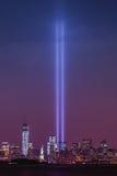 Freedom Tower en Standbeeld van Liberty Tribute In Light royalty-vrije stock foto