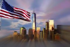 Freedom Tower New York City avec la réflexion de ciel de soirée Photo stock