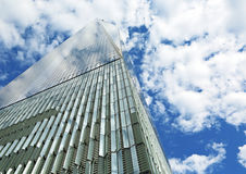 Freedom Tower och molnig himmel Royaltyfria Bilder