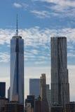 Freedom Tower och New York vid Gehry Fotografering för Bildbyråer