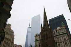 Freedom Tower och Treenighetkyrka Fotografering för Bildbyråer