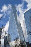 Freedom Tower på den soliga dagen royaltyfri fotografi