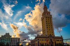 Freedom Tower på solnedgången i i stadens centrum Miami, Florida Arkivbild