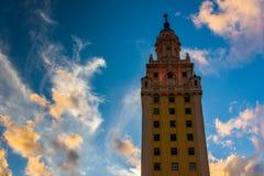 Freedom Tower på solnedgången i i stadens centrum Miami, Florida Arkivfoto
