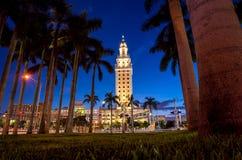 Freedom Tower på skymning i Miami Arkivfoton