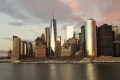 Freedom Tower, reflektierender Abendhimmel, New York City Lizenzfreie Stockbilder