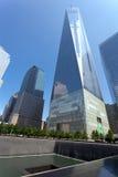 Freedom Tower y fuente conmemorativa en Manhattan, NYC Fotos de archivo