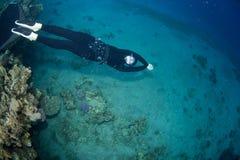 Freedsiver Schwimmen Stockfoto