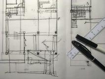 Freehand nakreślenie rysunek budynek struktura na kalkowanie papierze w Obrazy Royalty Free