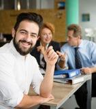 Freelance mens na gesprek royalty-vrije stock afbeelding