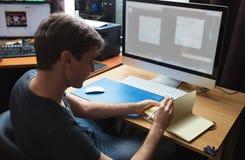 Freelance przedsiębiorcy budowlanego lub projektanta działanie Obrazy Royalty Free