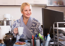 Freelancer with PC, tea and sandwich Stock Photography