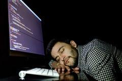 Freelancerprogrammerare som faller hans framsida som tar ner en ta sig en tupplur Royaltyfria Foton