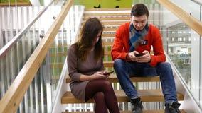Freelancers στην εργασία στην αρχή φιλμ μικρού μήκους