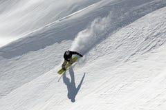 Freeride dello Snowboard in alte montagne Fotografia Stock Libera da Diritti
