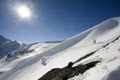 Freeride do Snowboard nas montanhas altas Imagem de Stock