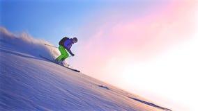 Freeride narciarka z piste obraz stock