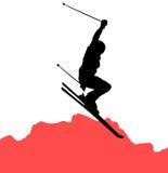 Freeride Skifahrerspringen Stockbild