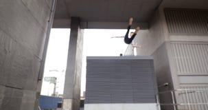Freerunner na dachach zdjęcie wideo