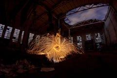 Freezelight używać przędzalnianą płonącą stalową wełnę i pirotechnika w zaniechanym fact Zdjęcie Royalty Free