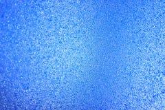Freezen vattendroppar på fönstret Vinterbakgrund i morgonljuset background card congratulation invitation royaltyfria foton