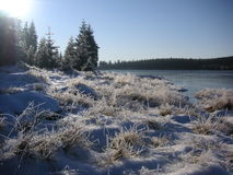 Freezing morning at the mountain lake Royalty Free Stock Photography