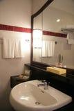Fregadero del cuarto de baño Imagenes de archivo