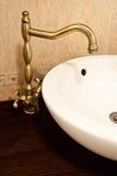 Fregadero dentro del cuarto de baño Imagen de archivo