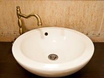 Fregadero dentro del cuarto de baño Imagen de archivo libre de regalías